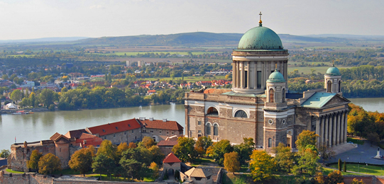 hungarian tourism Tourism is a growing sector in the hungarian economy for already four years,  and in 2014, it became even more dominant let the numbers.